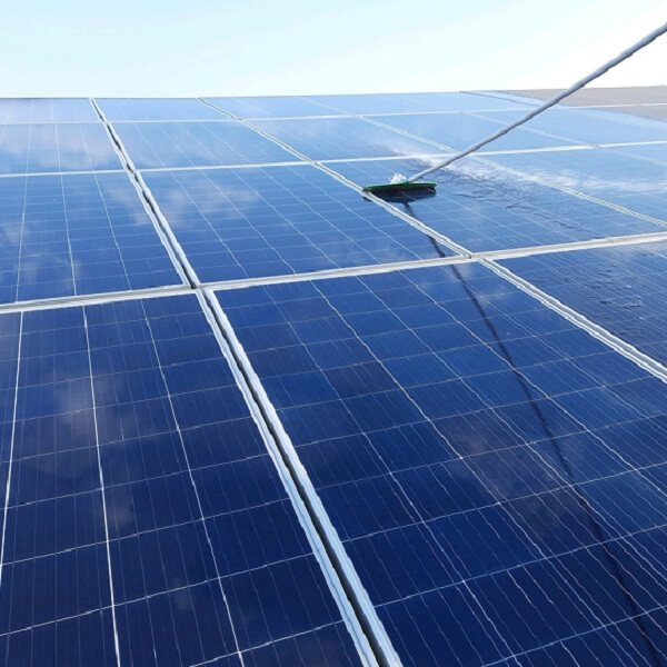 solar panel cleaning 600x600 (2)